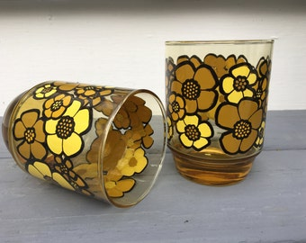 vintage water glasses, tumblers, light yellow with gold, brown, yellow enamel flowers, retro kitchen