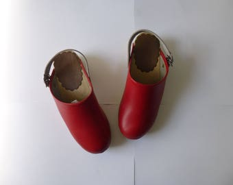 Vintage 80s 90s Swedish Hanna Andersson Girl Leather Wood Clogs 5.5 35 Red Buckle Ankle Strap Rubber Lift Kid Hipster Boho Sweden Glam Garb