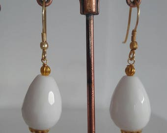 Classic earrings with gemstone