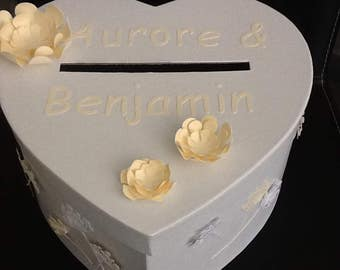 The heart of your personalized wedding URN to receive gifts for your guests