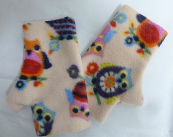 Cosy finger-less mittens with owl design