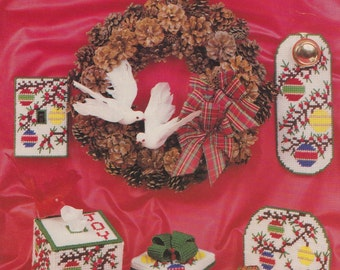 Christmas Holly and Berries, Needlecraft Ala Mode Plastic Canvas Pattern Leaflet 111