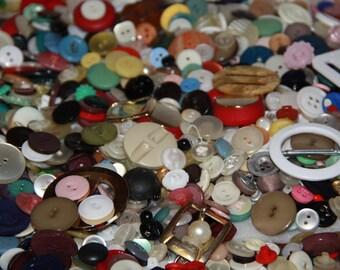 craft items bulk mixed lot vintage buttons used buttons mixed lot of buttons lot Qu over 1/2 kg mix