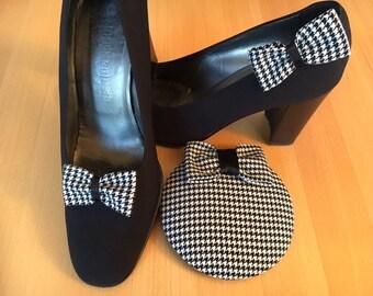 Fascinator with two shoe grinding pepita black white