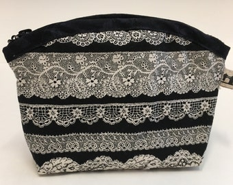 Cosmetic bag/ pouch