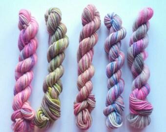 Minis Set of 5 Handdyed Yarn 9gr each- Superwash Merino Extra fine Wool - Mini matasse di Filato tinto a mano