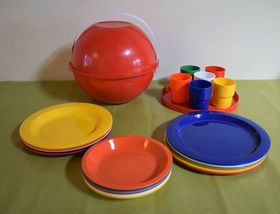 retro mid century camping dish set ingrid party ball airstream chic picnic set for 6 plastic dishes