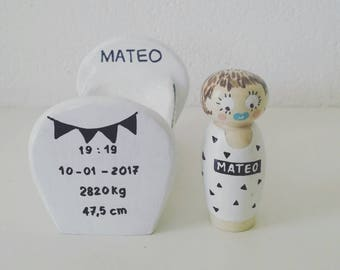 Baby crib personalized turning and hand carving