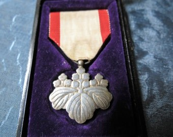 Japanese WWII Military Medal - Order of the Rising Sun - Fitted Box