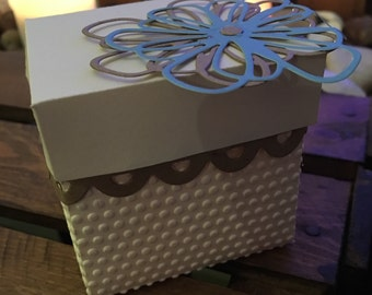 x10 Cream Favour Boxes with flower detail