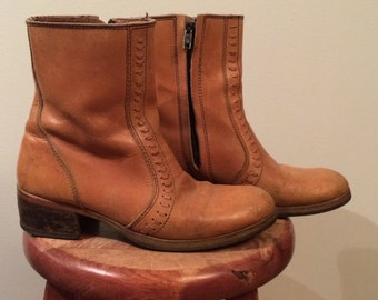 SALE / vintage, leather ankle boots, woman's size 9, made in canada, bohemian, well used , well loved, bohemian boots