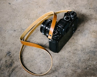 Minimalist Leather Camera Strap - Cavalier x Rivet