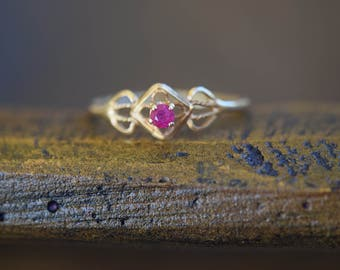 14 Karat Dainty Yellow Gold Petite Pink Gemstone Vintage Ring, US Size 5.75, Used Vintage Jewelry