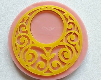 Silicone mould-inlaid circular pendant