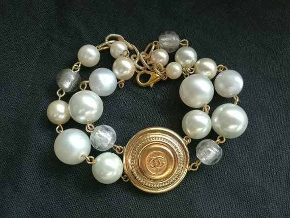 Nice authentic designer button bracelet, glass pearl beads double strand, ideal for daily use