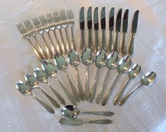Wm A Rogers Lady Stuart pattern silverware flatware 8 settings or 34 pieces