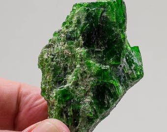 Chrome Diopside raw 16.3 oz, 2.2x 1.4 x 1.32''