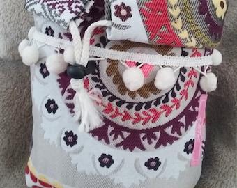 basket/purse, makeup or toiletries