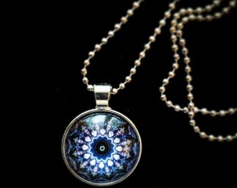 Blue rosette Cabochon necklace