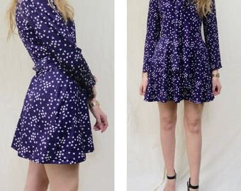 Boho vintage dress with flower prints / Long sleeve purple dress with buttons / Reclaimed vintage clothing / Size Medium 40 12 8