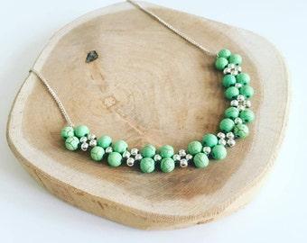Bib necklace beads green Howlites