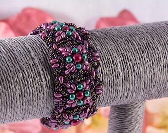 Deep pink-green beaded bracelet