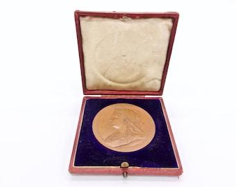 QUEEN VICTORIA MEDALLION - Queen Victoria Diamond Jubilee Bronze Commemorative Medal 1837 1897 Boxed Collectors Coin
