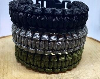 Men's braided parachute cord bracelet with plastic buckle closure