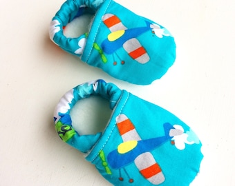 Baby airplane shoes, airplane baby slippers, blue airplane baby, airplane toddler shoes, blue baby booties, toddler shoes boy, baby shoes