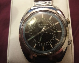 Vintage SEKONDA 18 JEWELS WATCH with elasticated silver bracelet