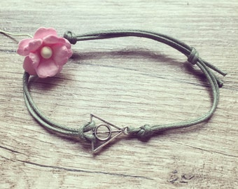 Triangle bracelet bracelet in olive green silver, stainless steel, triangle, blogger, vintage, statement,