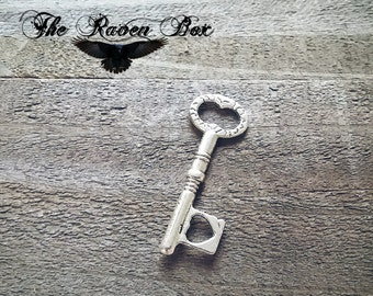 Skeleton Key Skeleton Key Antiqued Silver Heart Key Charm Pendant Double Sided 33mm Wedding Key Escort Card Key Charms by the Piece