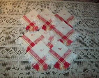 8 very nice old towels. Damassées red and ochre.