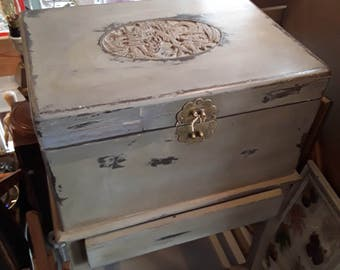 Box trunk table