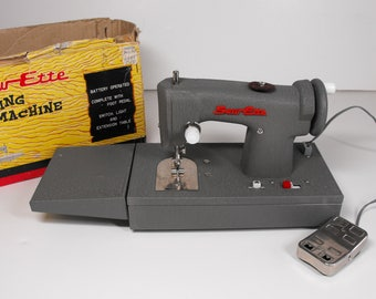 Vtg Sew-Ette Sewing Machine #2169 Gray Metal Battery-Operated with Foot Pedal   (1014)