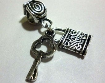 Silver Tone Metal Padlock and Key to Suit European Charm Bracelets - H140