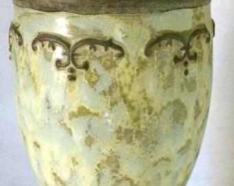 Mottled Design Cast Stone Vase/Urn with Lid