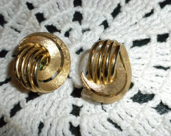 Vintage Trifari brushed and shiny gold tone clip on earrings