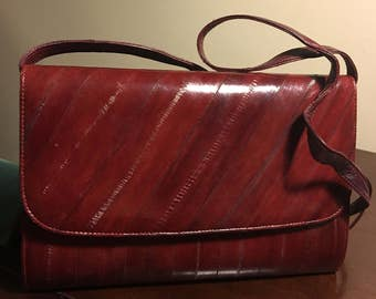 Genuine Eel skin evening clutch/evening purse with removable shoulder strap. 1980s. Red wine/cherry color. Excellent condition.