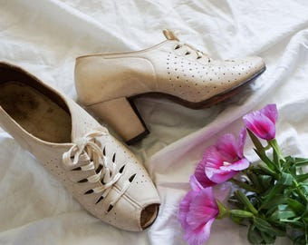 1940s lace-up peeptoes | vintage wedding shoes | vintage 1940s shoes