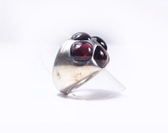 Ring silver and Garnet cabauchon