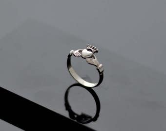 Сladdagh Ring Sterling Silver Ring Handcrafted Jewelry Weight 1,80g.
