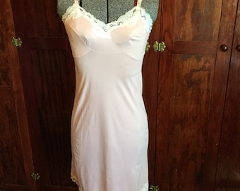 SALE! Delicate pink vintage nylon slip with lovely lace trim (A143)