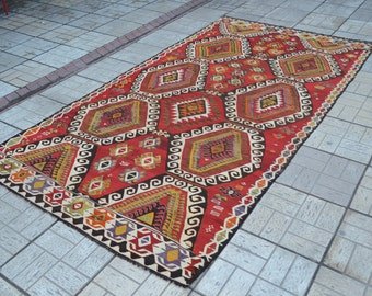 Vintage Turkish kilim rug. Turkish kilim rug. Kilim rug. Free shipping. 10 x 5.4 feet.