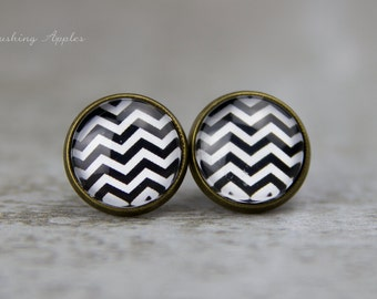 "Earring Studs 12 mm ""Chevron"" pattern in black and white - minimalistic, everyday jewelry"