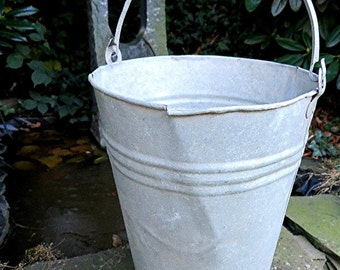 Shabby Vintage bucket Zinc