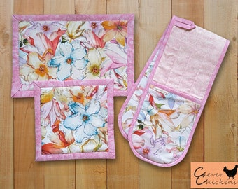 Pastel Floral Gift - Kitchen Set - Potholder / Quilted Oven Mitt and Hot Pad, Cooking Gift Set, Gift under 50, Floral Hostess Gift, Mum Gift