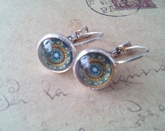 Orient glass cabochon earring