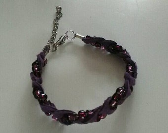 Braided bracelet with suede and beads-purple