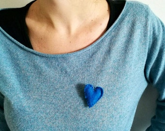 Heart shaped brooch in blue felt handmade in more sizes and colors, suitable clothes and bags.
